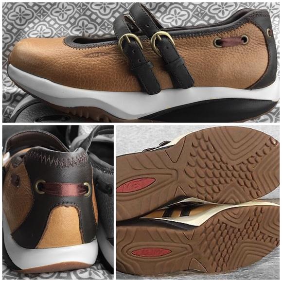 a32f5423e62c MBT The Anti Shoe Leather Mary Jane Loafers. M 5a36d38e36b9de4d5a01a86a
